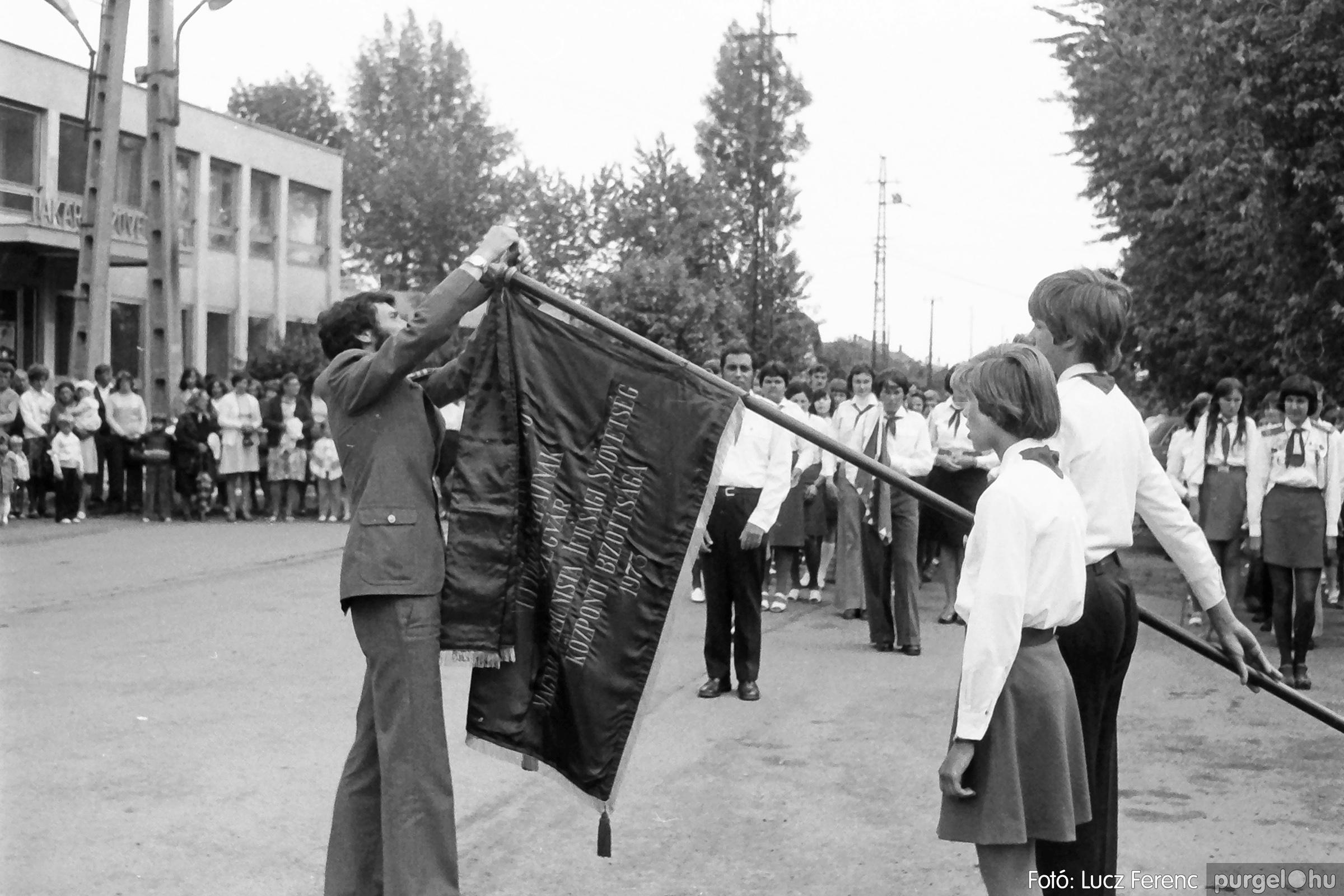 082. 1977. Kisdobos és úttörő avatás 006. - Fotó: Lucz Ferenc.jpg