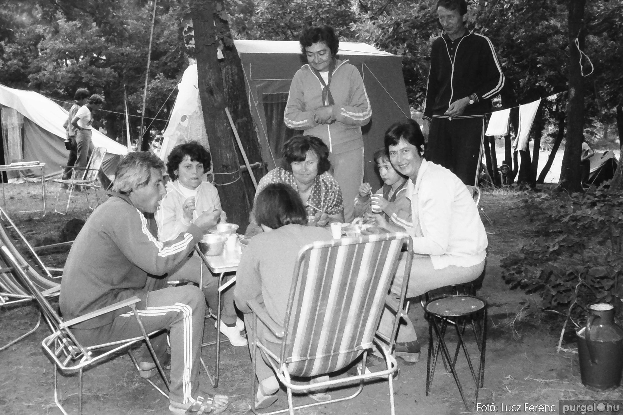 086, 088. 1977. Nyári tábor a Mátrában 004. - Fotó: Lucz Ferenc.jpg