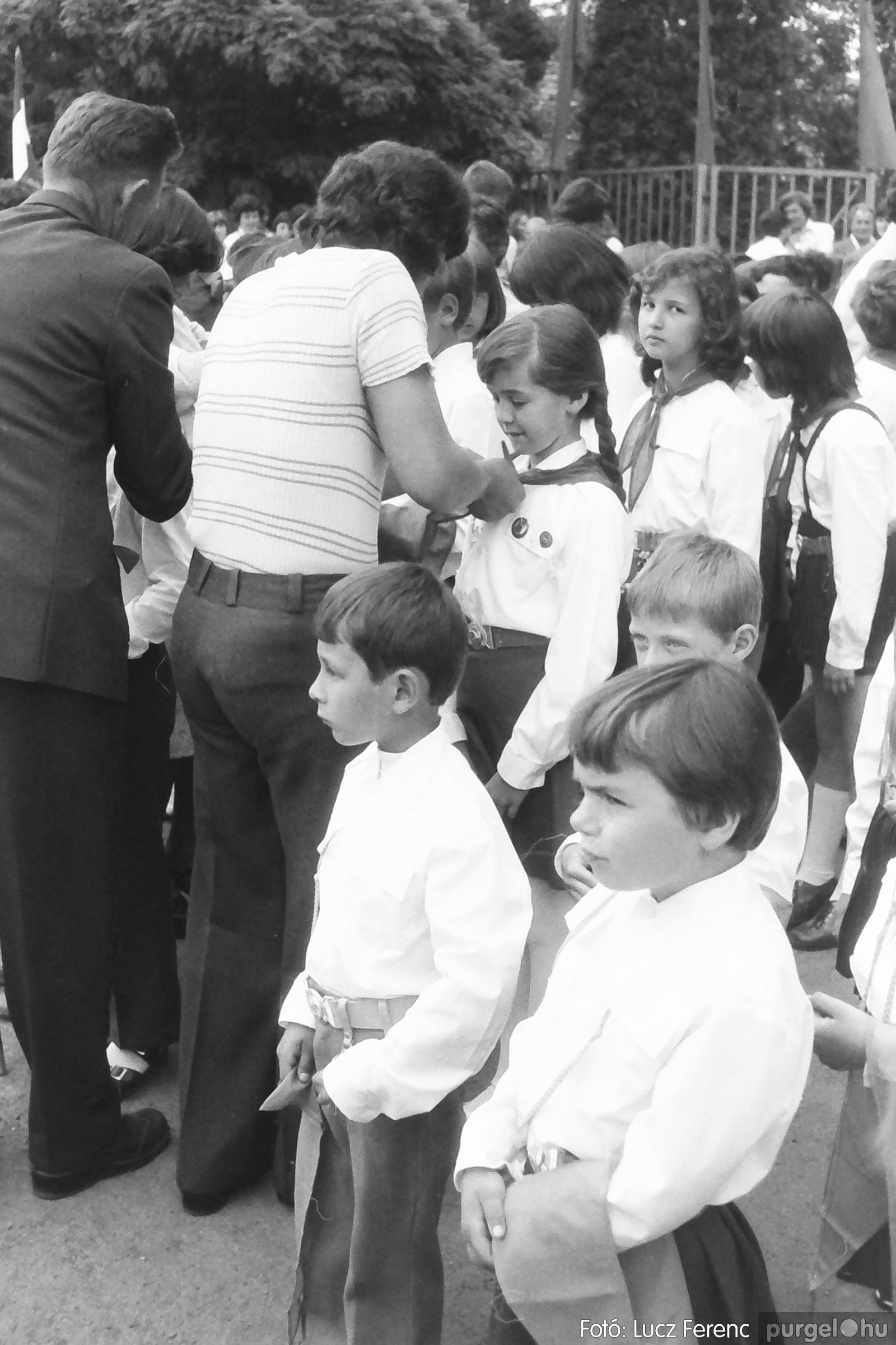 082. 1977. Kisdobos és úttörő avatás 023. - Fotó: Lucz Ferenc.jpg