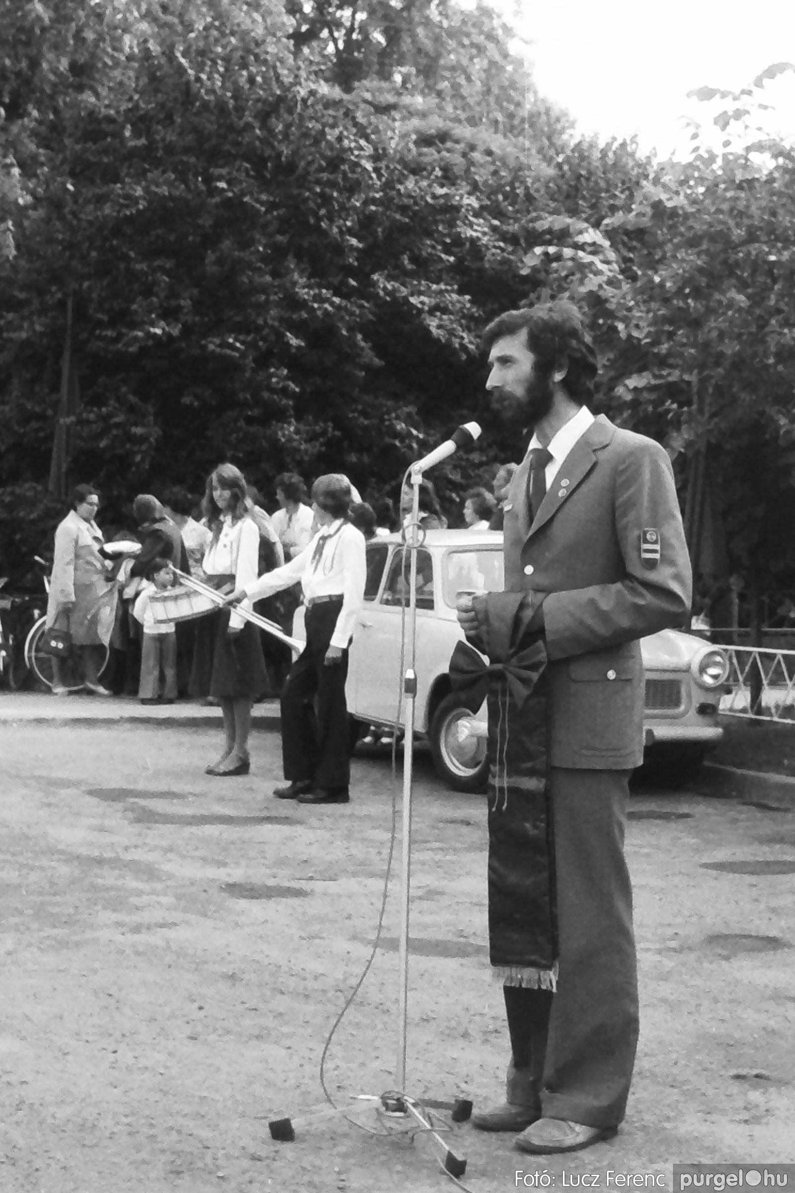 082. 1977. Kisdobos és úttörő avatás 005. - Fotó: Lucz Ferenc.jpg