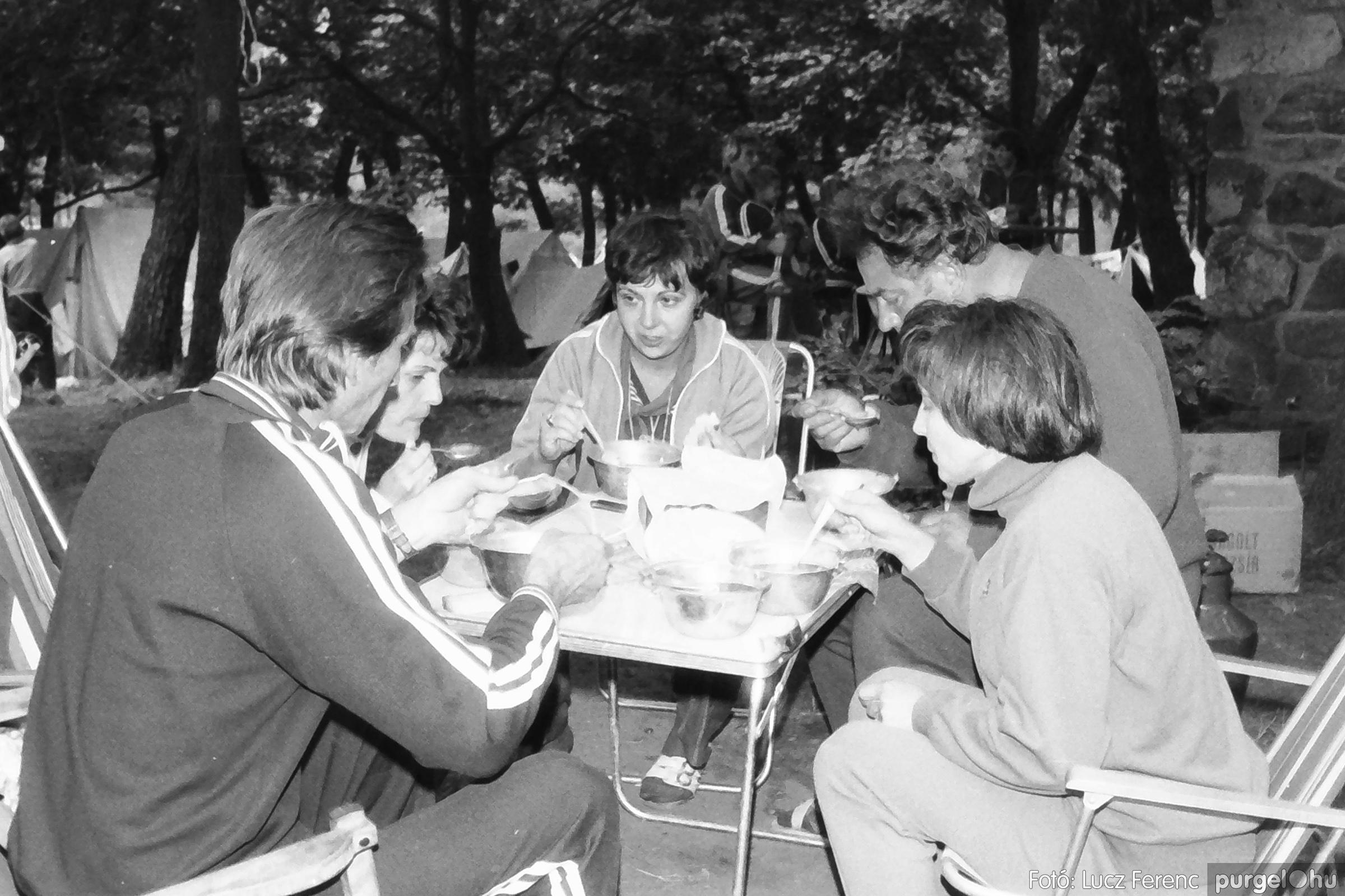 086, 088. 1977. Nyári tábor a Mátrában 002. - Fotó: Lucz Ferenc.jpg
