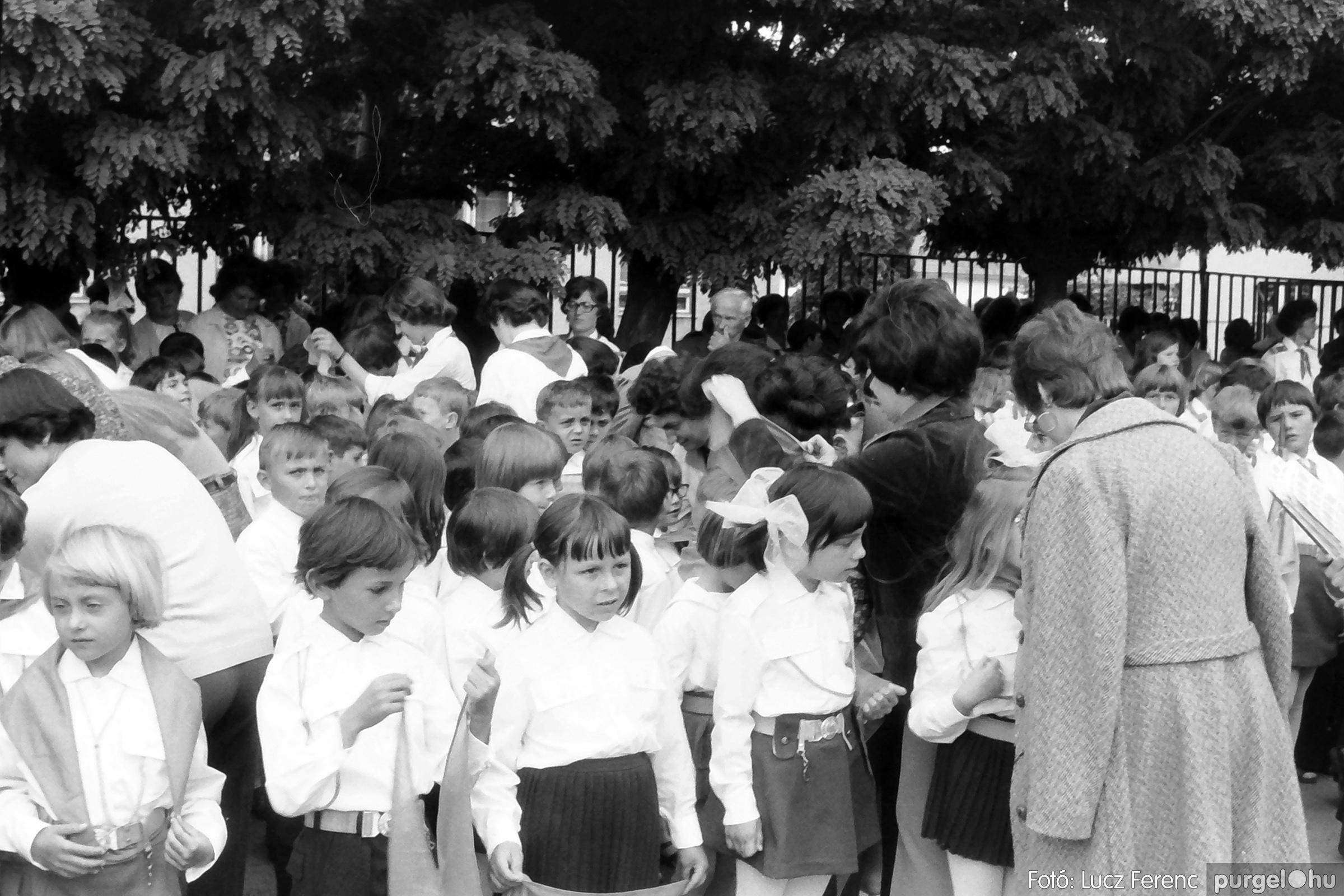 082. 1977. Kisdobos és úttörő avatás 028. - Fotó: Lucz Ferenc.jpg