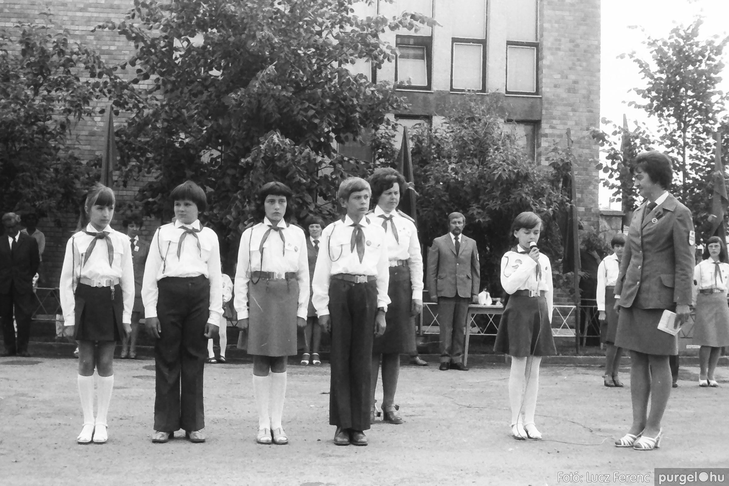 082. 1977. Kisdobos és úttörő avatás 025. - Fotó: Lucz Ferenc.jpg