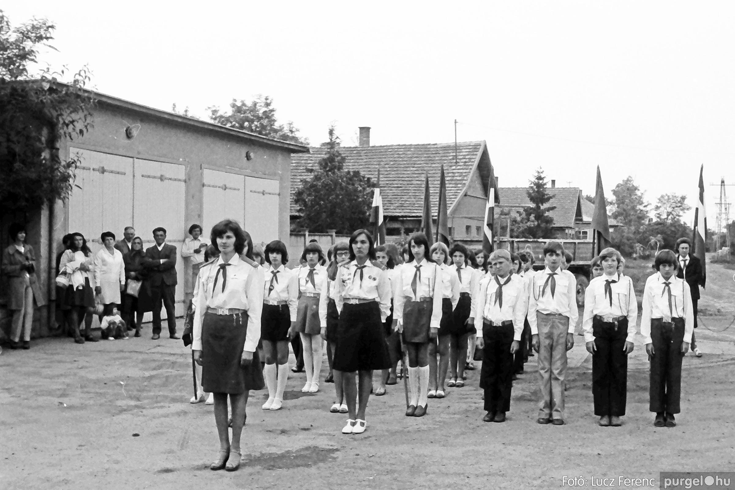 082. 1977. Kisdobos és úttörő avatás 010. - Fotó: Lucz Ferenc.jpg