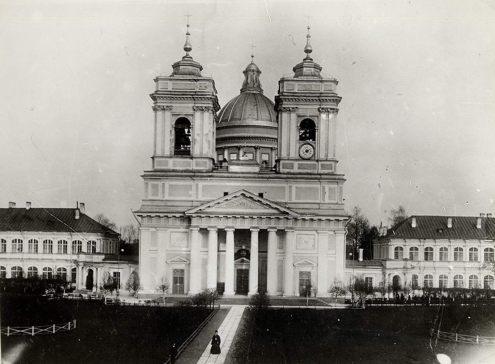 64. 1910. Троицкий собор Александро-Невской лавры в Санкт-Петербурге