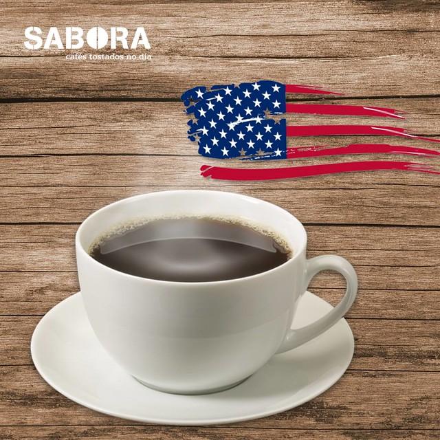 Café con las bandera de Estados Unidos