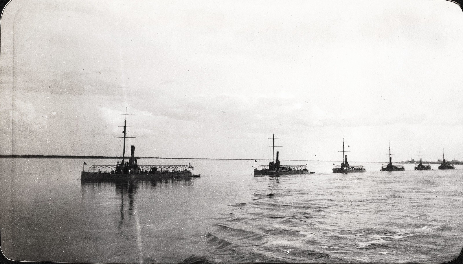 Канонерские лодки Амурской речной флотилии на реке Зее