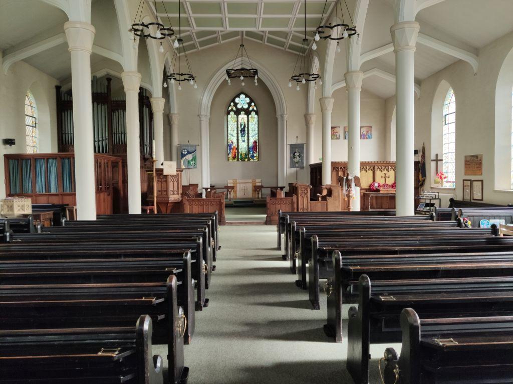 AMBERLEY, Holy Trinity - int