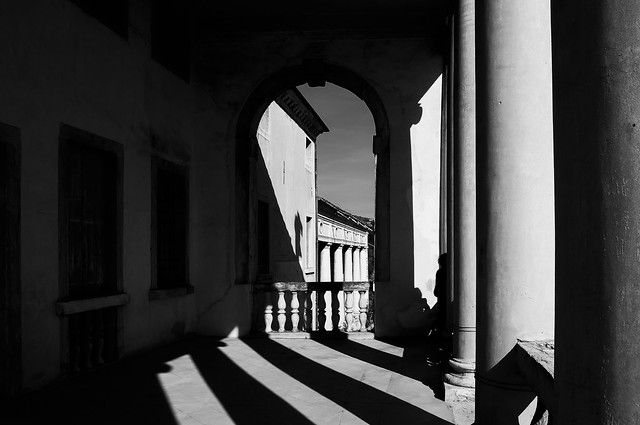 Luci e ombre alla Villa