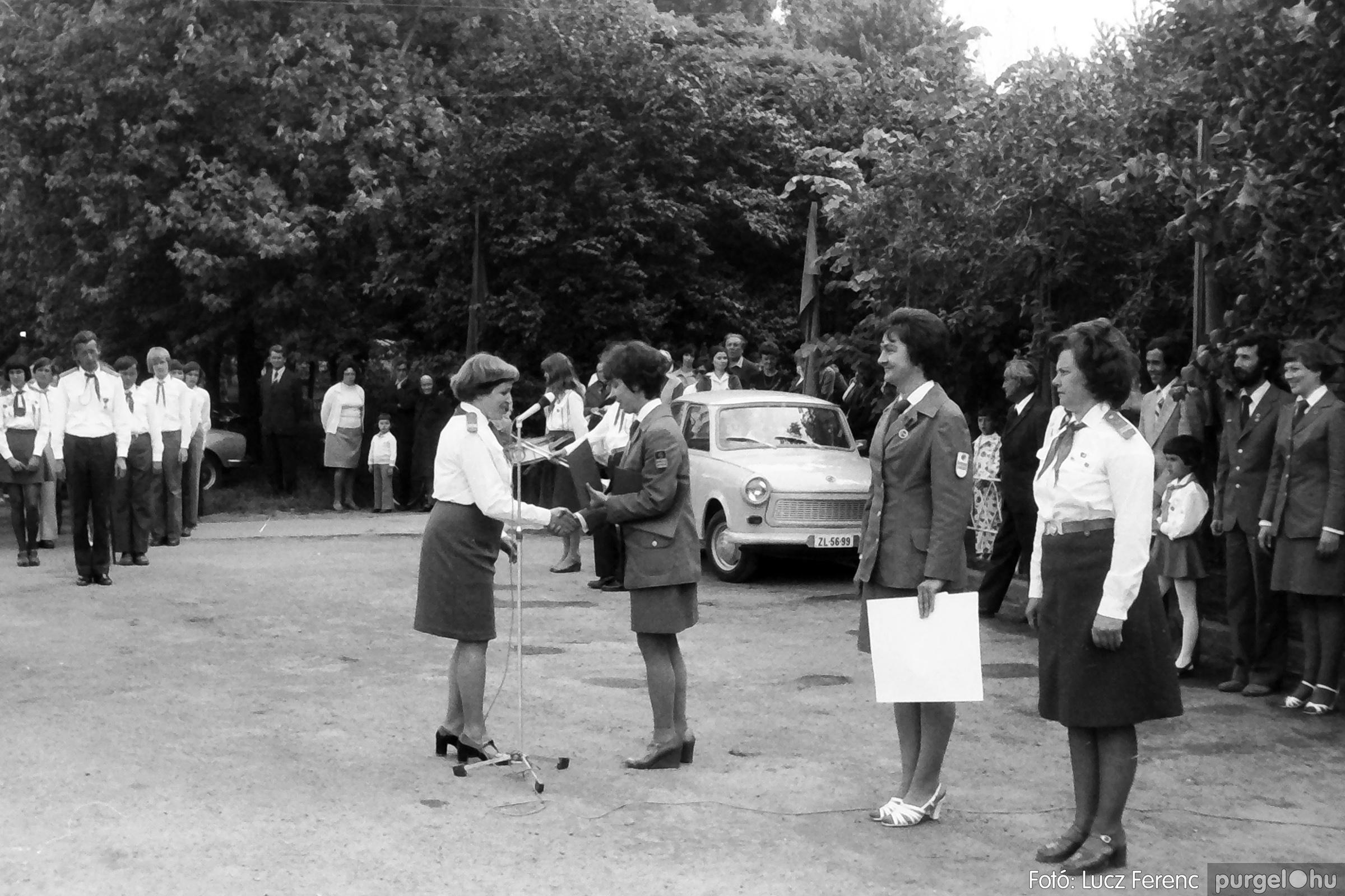 082. 1977. Kisdobos és úttörő avatás 017. - Fotó: Lucz Ferenc.jpg