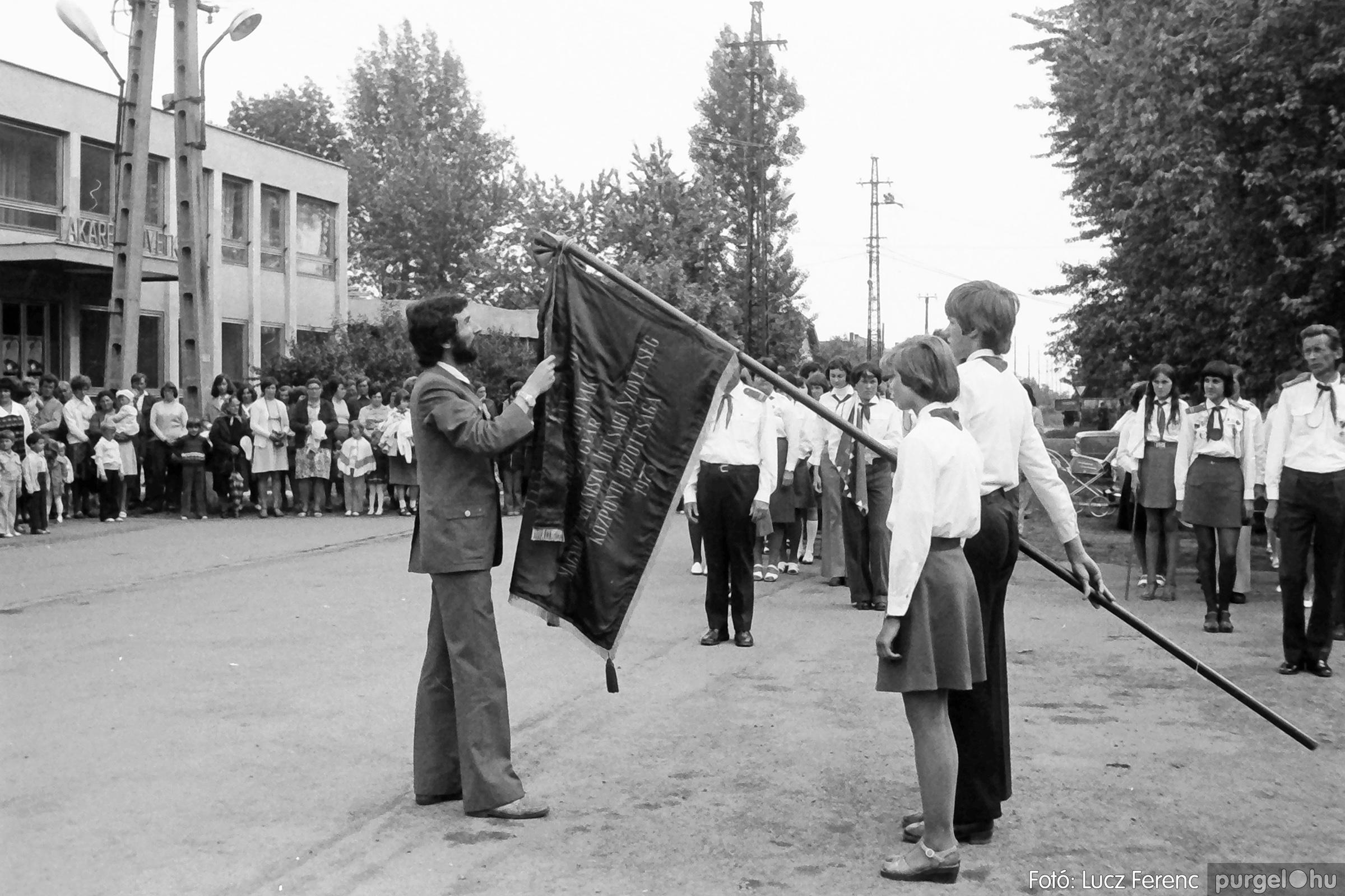 082. 1977. Kisdobos és úttörő avatás 007. - Fotó: Lucz Ferenc.jpg