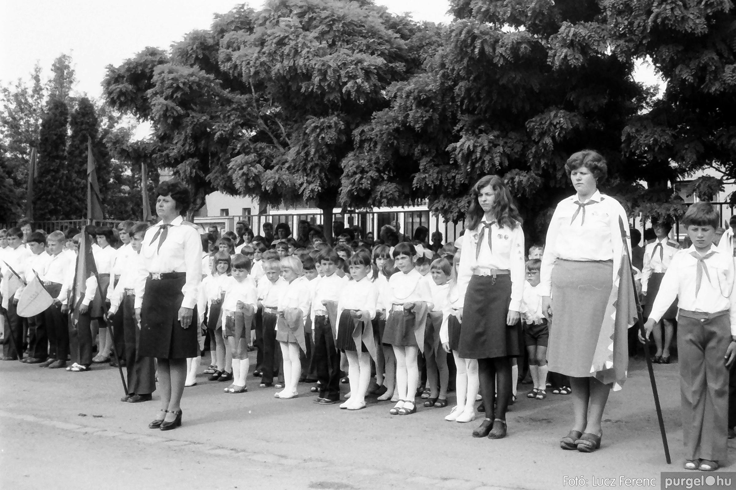 082. 1977. Kisdobos és úttörő avatás 003. - Fotó: Lucz Ferenc.jpg