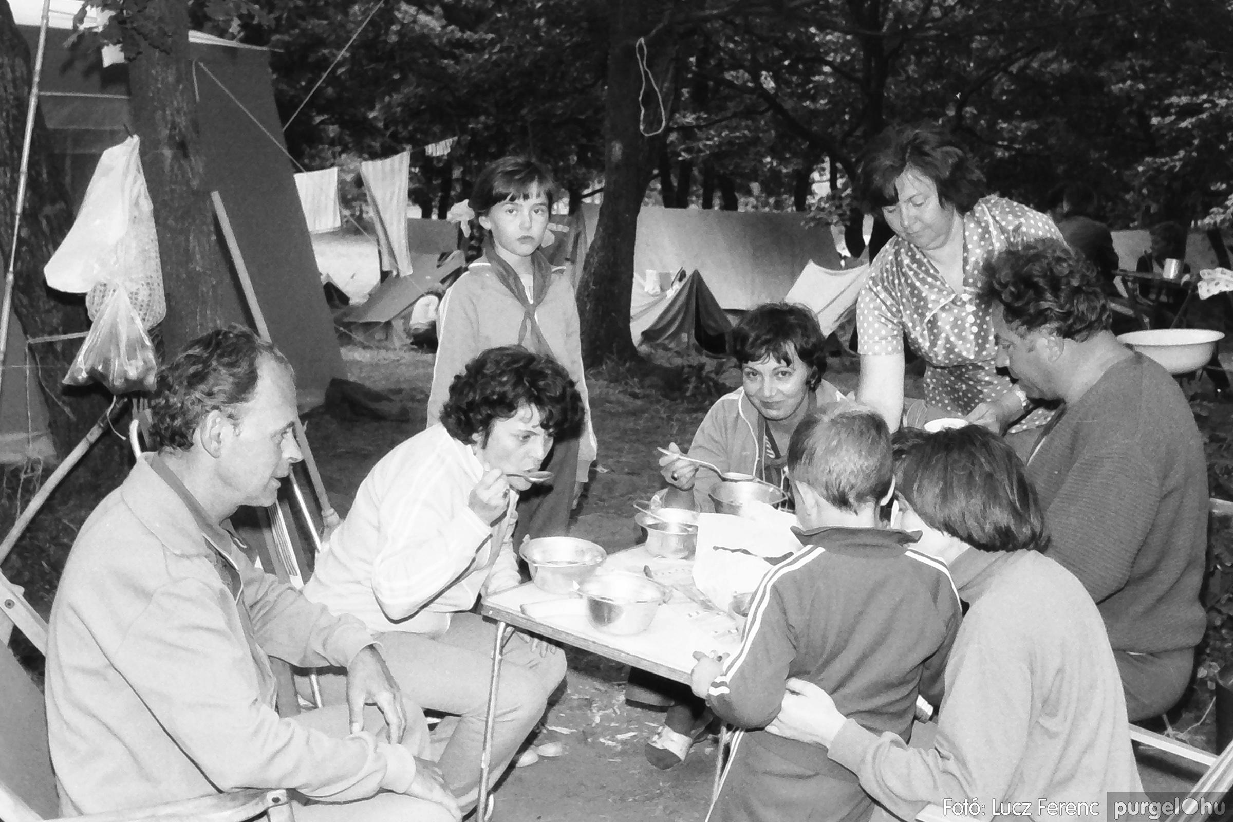 086, 088. 1977. Nyári tábor a Mátrában 003. - Fotó: Lucz Ferenc.jpg