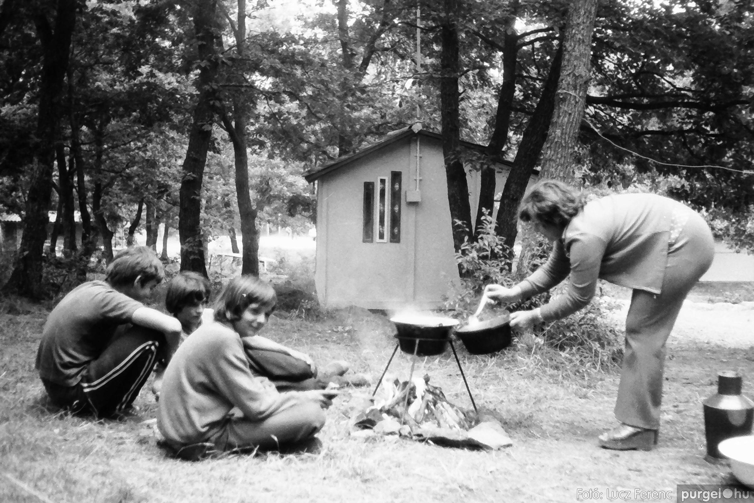 086, 088. 1977. Nyári tábor a Mátrában 001. - Fotó: Lucz Ferenc.jpg