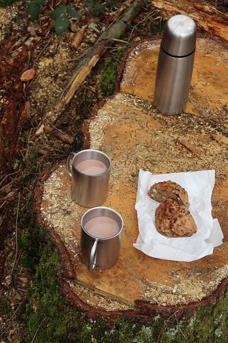 Nusszwerg zu heißem Kakao