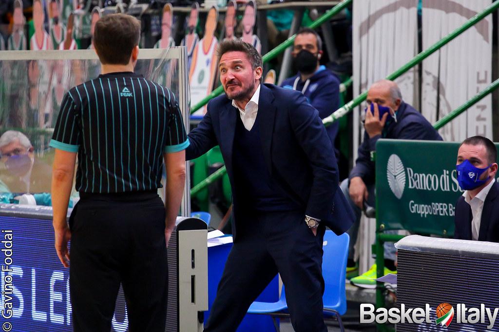 Pozzecco sospeso per 10 giorni dalla Dinamo Sassari