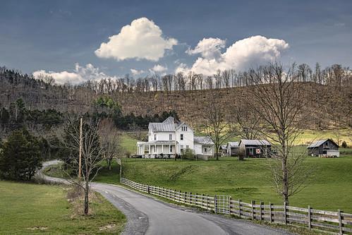 farm farmhouse monroecounty spring ellisonridge greenville bobbell nikon d850 fence pasture landscape clouds road mountains wv westvirginia