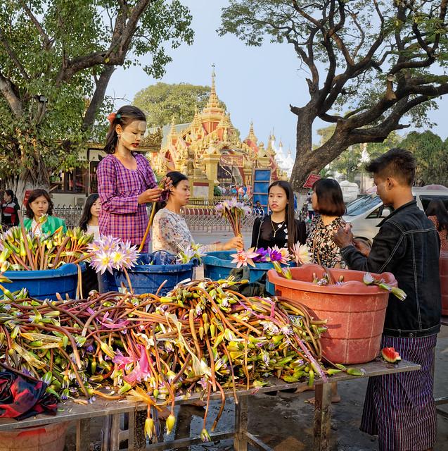 La marchande de fleurs à Mandalay