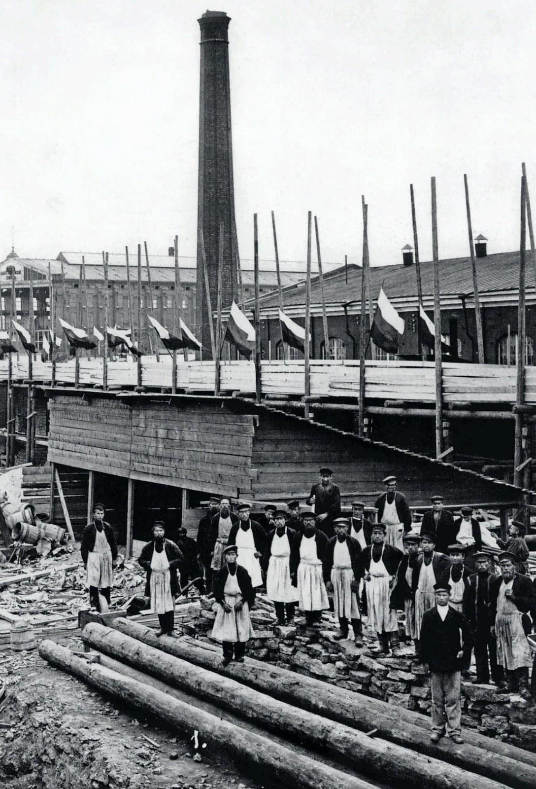 74. 1903. Строительство эллинга Балтийского завода. 8 июня