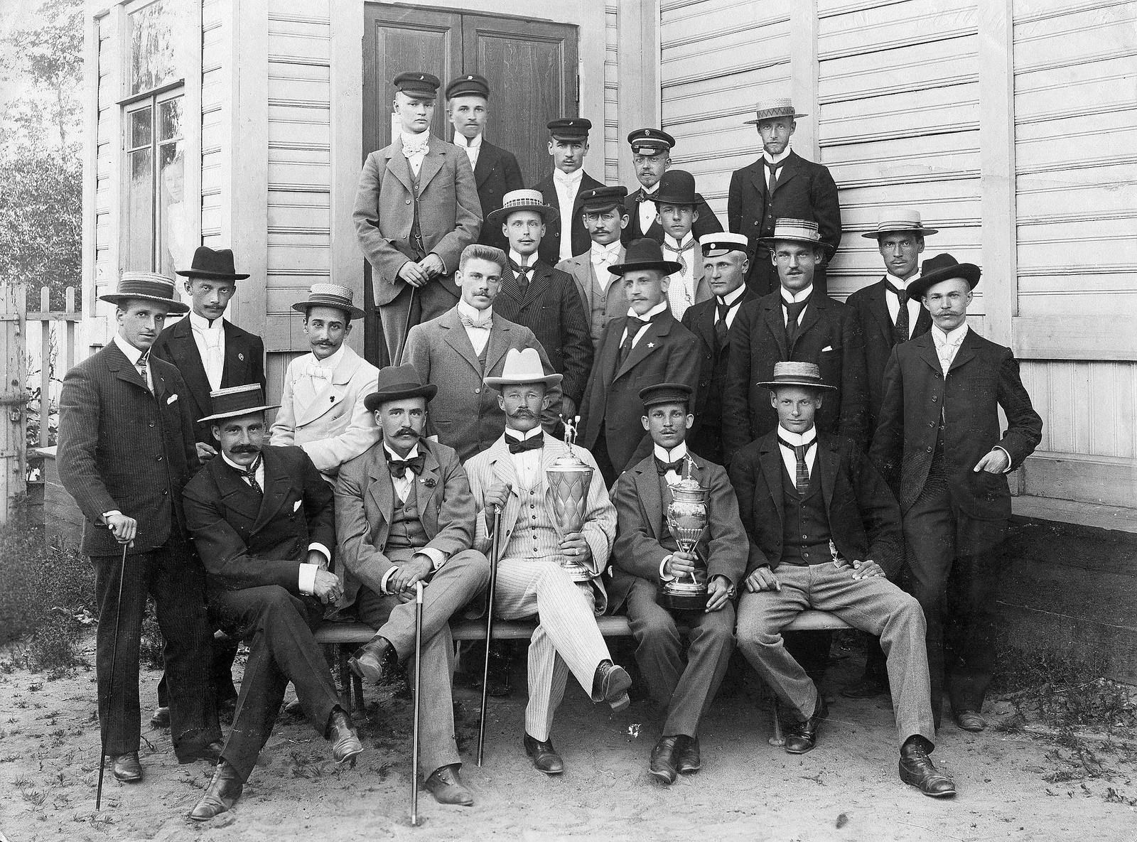 66. 1908. Победители и члены Санкт-Петербургского яхт-клуба