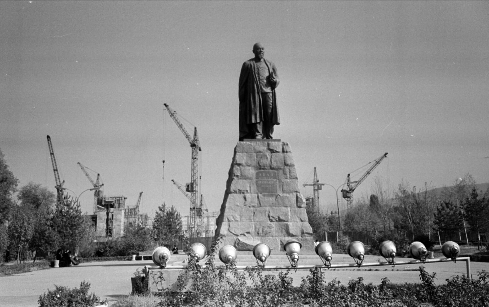 05. Алма-Ата. Проспект Абая, напротив памятника Абаю Кунанбаеву