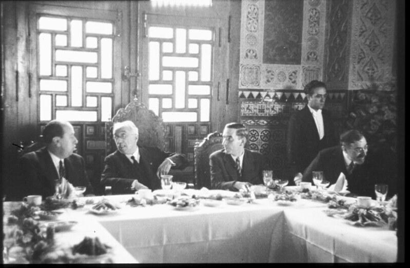 Niceto Alcalá-Zamora y Gil Robles en la comida durante la inauguración del Automotor Madrid-Toledo en 1935. Fotografía de Santos Yubero © Archivo Regional de la Comunidad de Madrid, fondo fotográfico signatura 033378_009