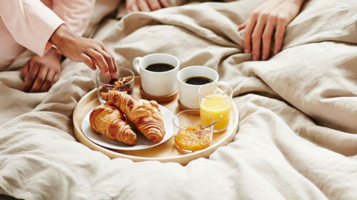 breakfast in bed with your loved ones