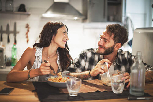 planning your wedding anniversary at home