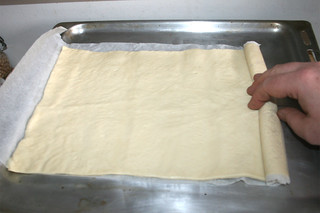 04 - Roll out pizza dough / Pizzateig auf Backblech ausrollen