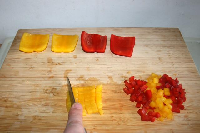 01 - Dice bell pepper / Paprika würfeln