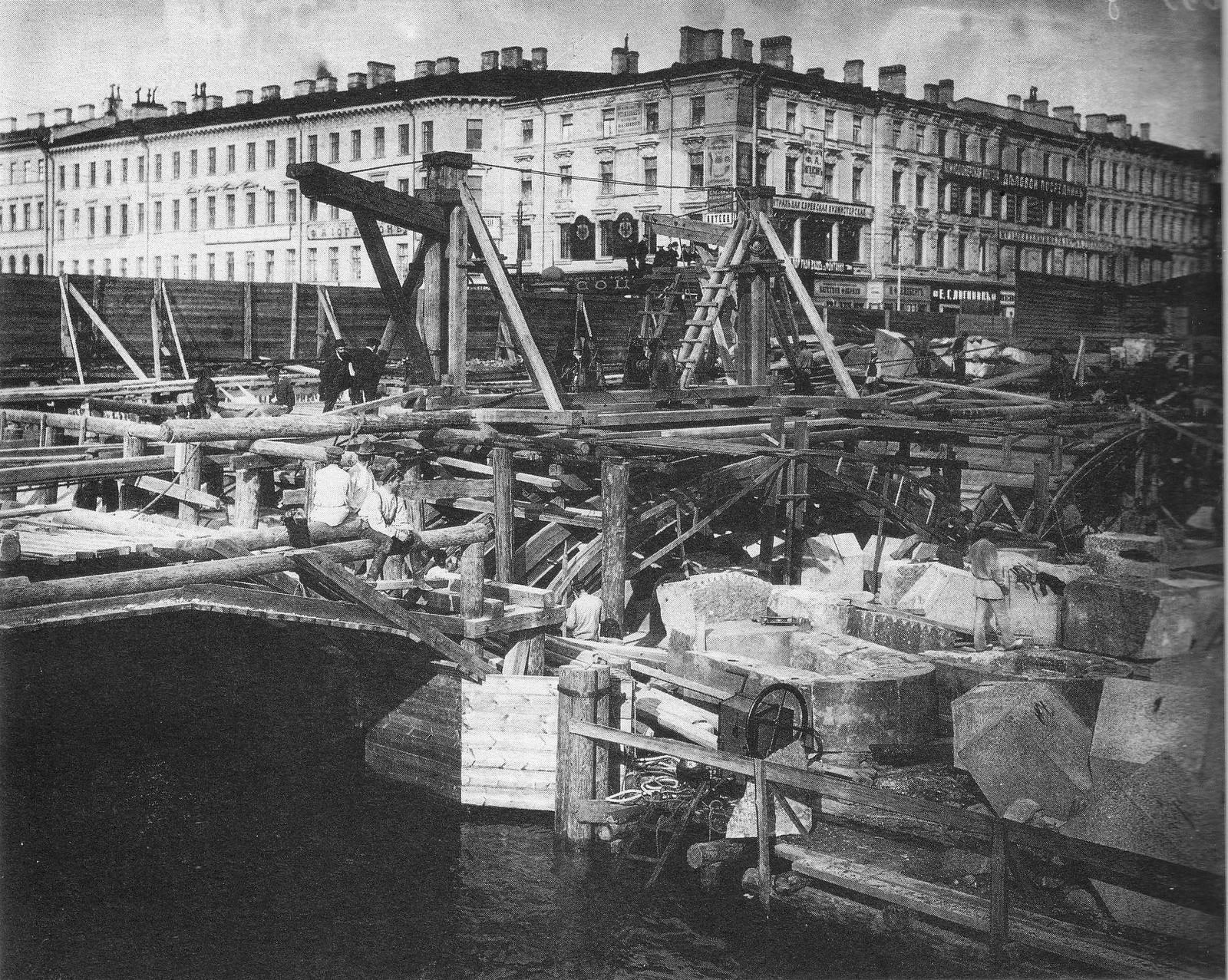 76. 1907. Перестройка Аничкова моста в связи с прокладкой трамвайных рельсов