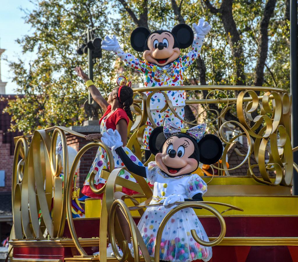 Mickey Minnie float MK