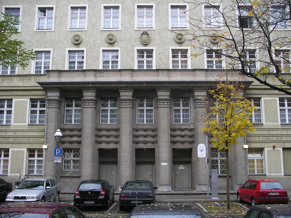1921 Berlin repräsentatives Portal Reichsversicherungsanstalt für Angestellte von Georg Reuter Westfälische Straße 90-91/Ruhrstraße 1-2 in 10709 Wilmersdorf