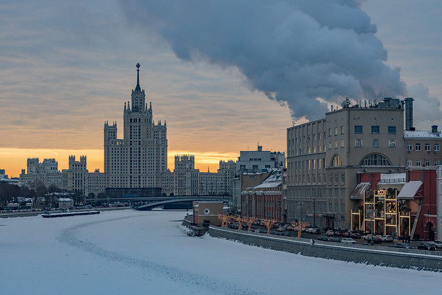 Inverted golden hour. Moscow, Russia. Feb.2021 (0U4A1062)