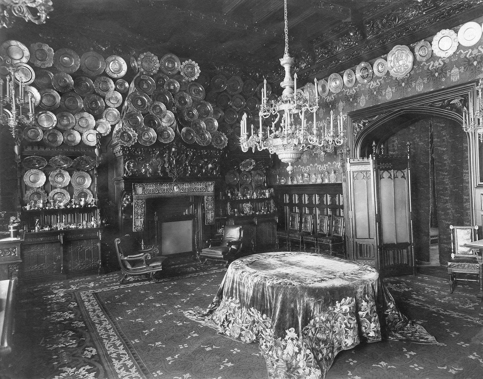 77. 1910. Вид столовой во Владимирском дворце
