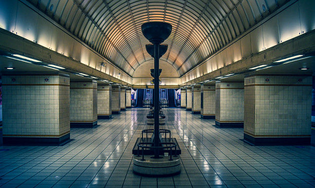 Gants Hill tube station, East London ガンツ・ヒル地下鉄駅、東ロンドン