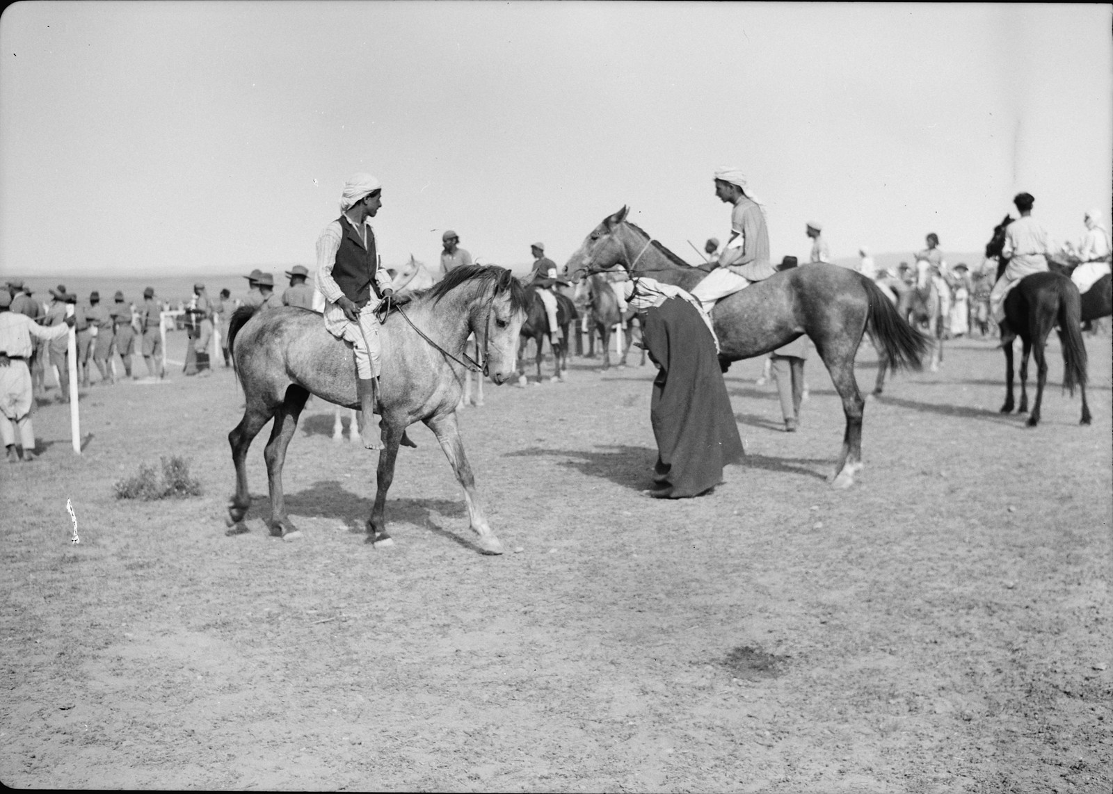 24. Парад лошадей перед скачками