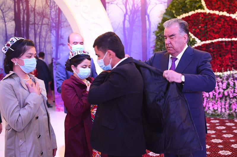 Тақдими тӯҳфаҳо ба 100 нафар ятими кул дар шаҳри Хуҷанд 10.04.2021
