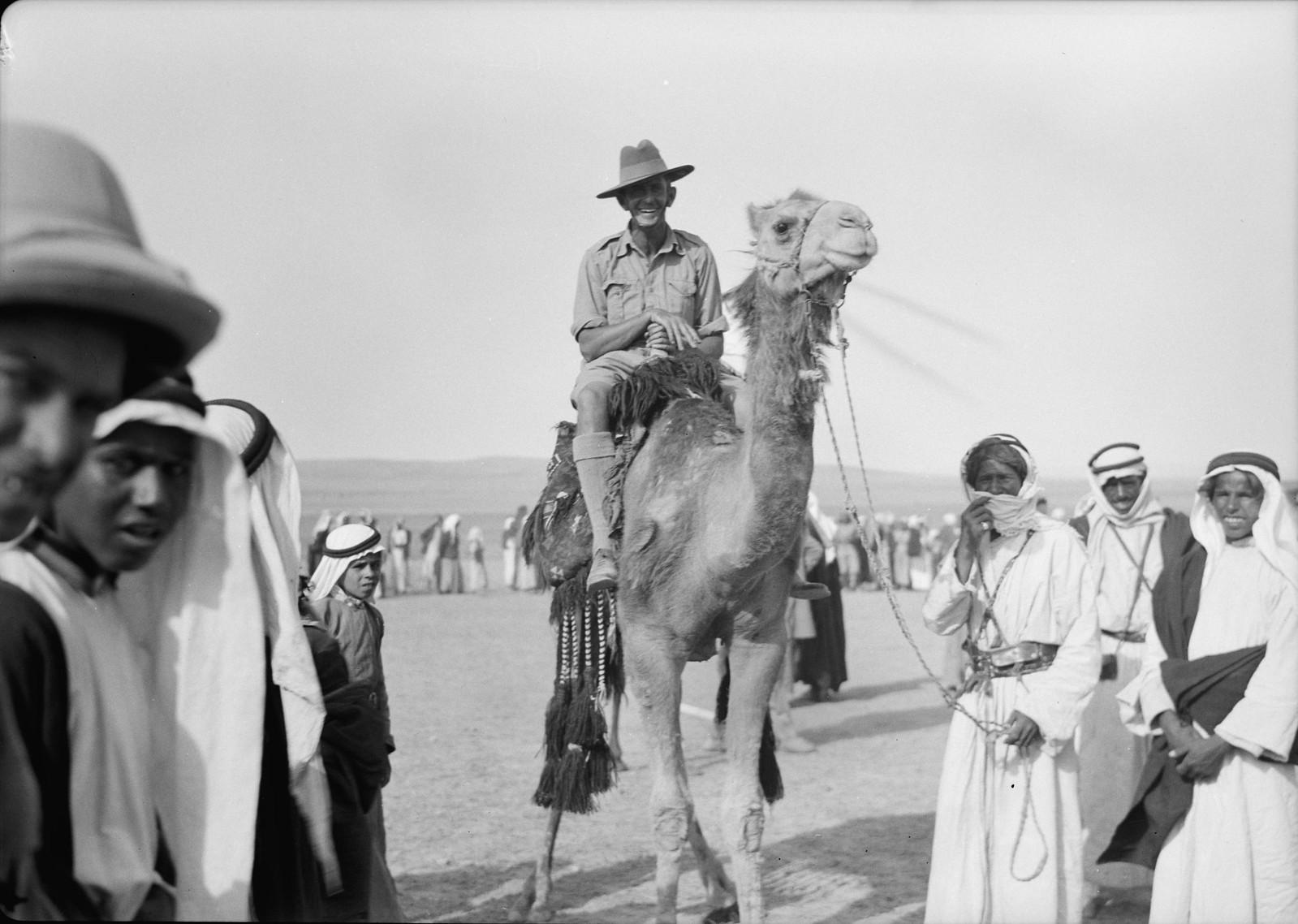 07. Австралийский солдат верхом на верблюде