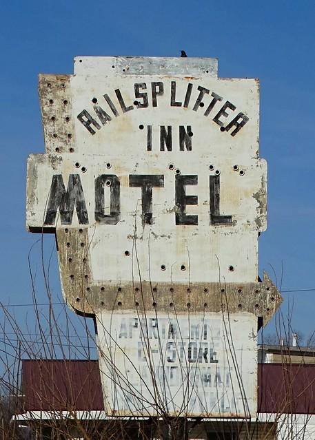 IL Hull-U.S. 36(Old) Railsplitter Inn Motel Sign
