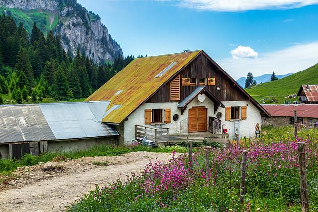 Le refuge de Bise sur le GR 5 . Vacheresse. Chablais. Haute Savoie.