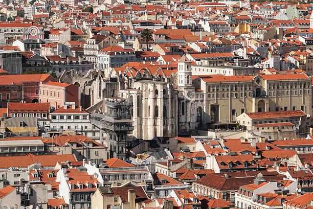 Ruinas do Convento do Carmo, vista do Castelo de São Jorge, Lisboa.