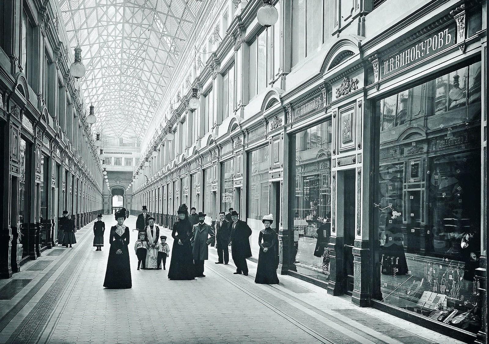 96. 1900-1903. Внутренний вид «Пассажа», впервые освещенного электричеством