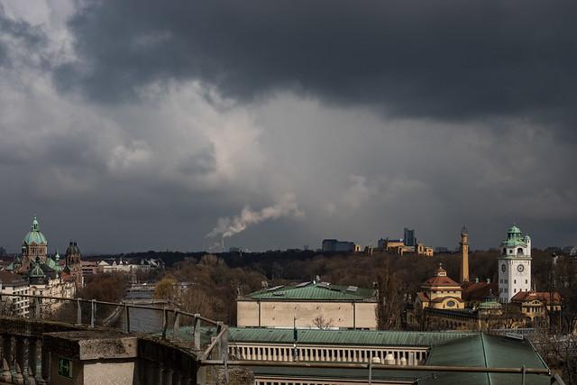 licht auf und wolken überm münchner nordosten
