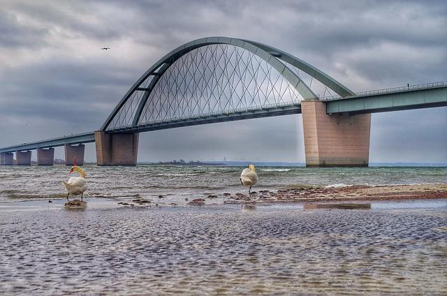 Spring storm on the bridge / Frühlingssturm an der Fehmarnsundbrücke