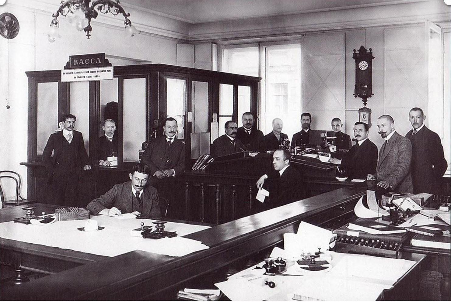 108. 1911. Волжско-Камский коммерческий банк. Операционный зал