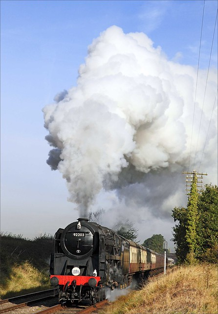 BR Standard 9F no. 92203 hauls a southbound train of blood and custard carriages between Woodthorpe and Quorn on 13th October 2009