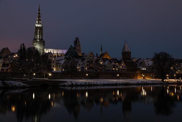 Winter Skyline bei Nacht