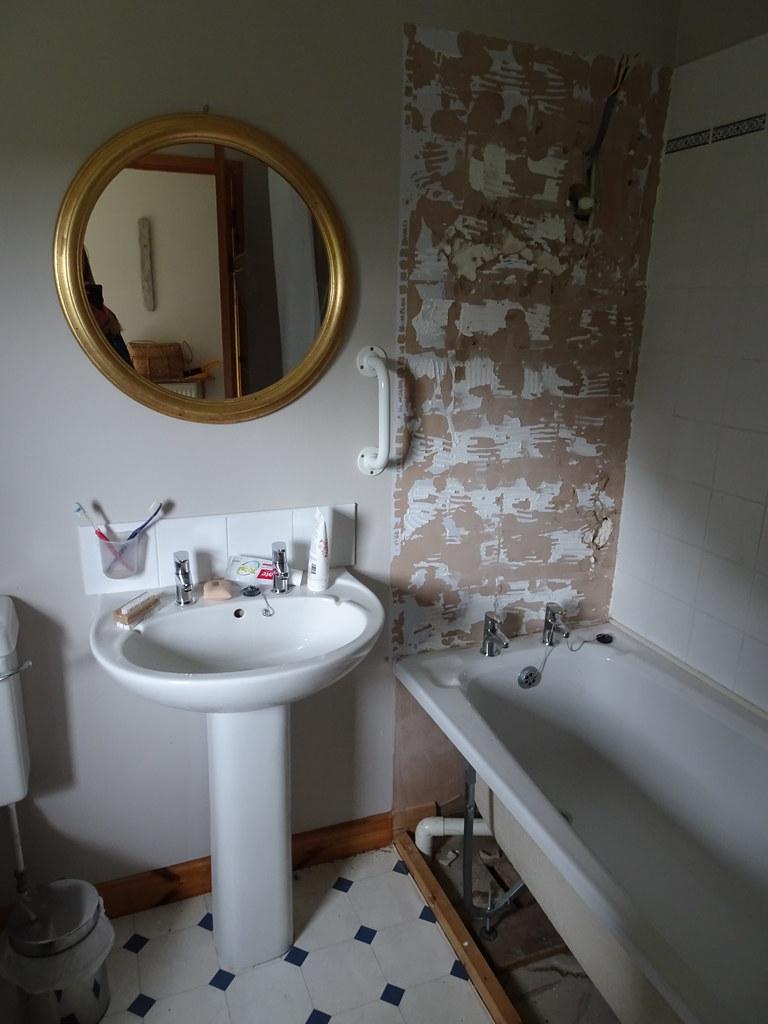 Bathroom Revamp: Day 4