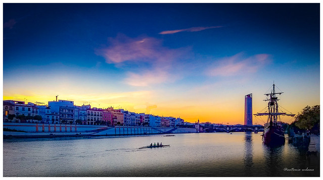 Atardecer en el Rio Guadalquivir // Sunset on the Guadalquivir River.